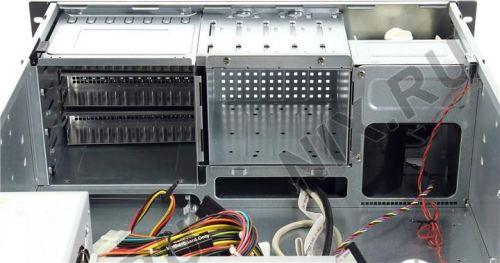 Supermicro CSE-842I-500B 4U Rackmount Sunucu Kasası Chenbro RM413 Kasadan daha fazla özelliğe sahiptir